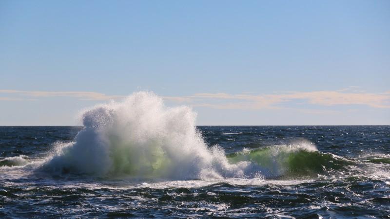 Kuva murtuvista aalloista.