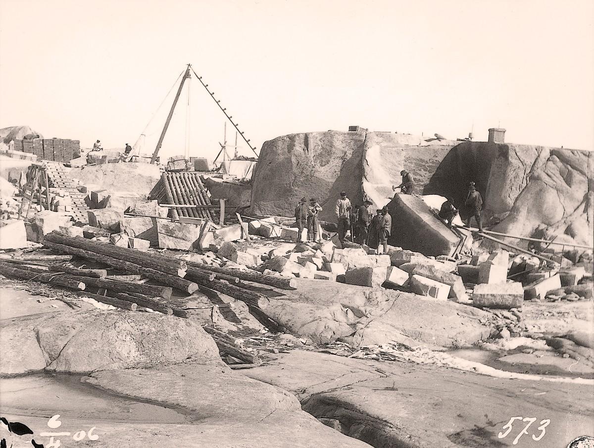 Valokuva rakennustyömaasta 1906.