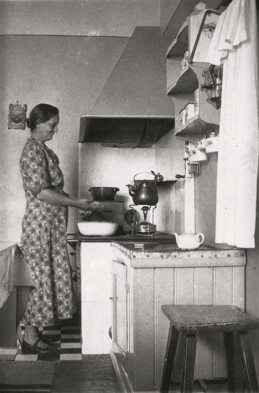 Photo of old kitchen.