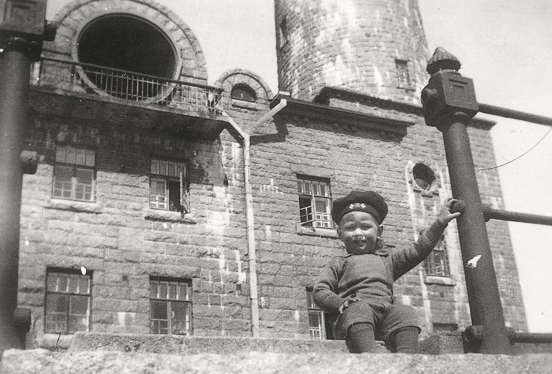 Valokuva majakanvartijan lapsesta.