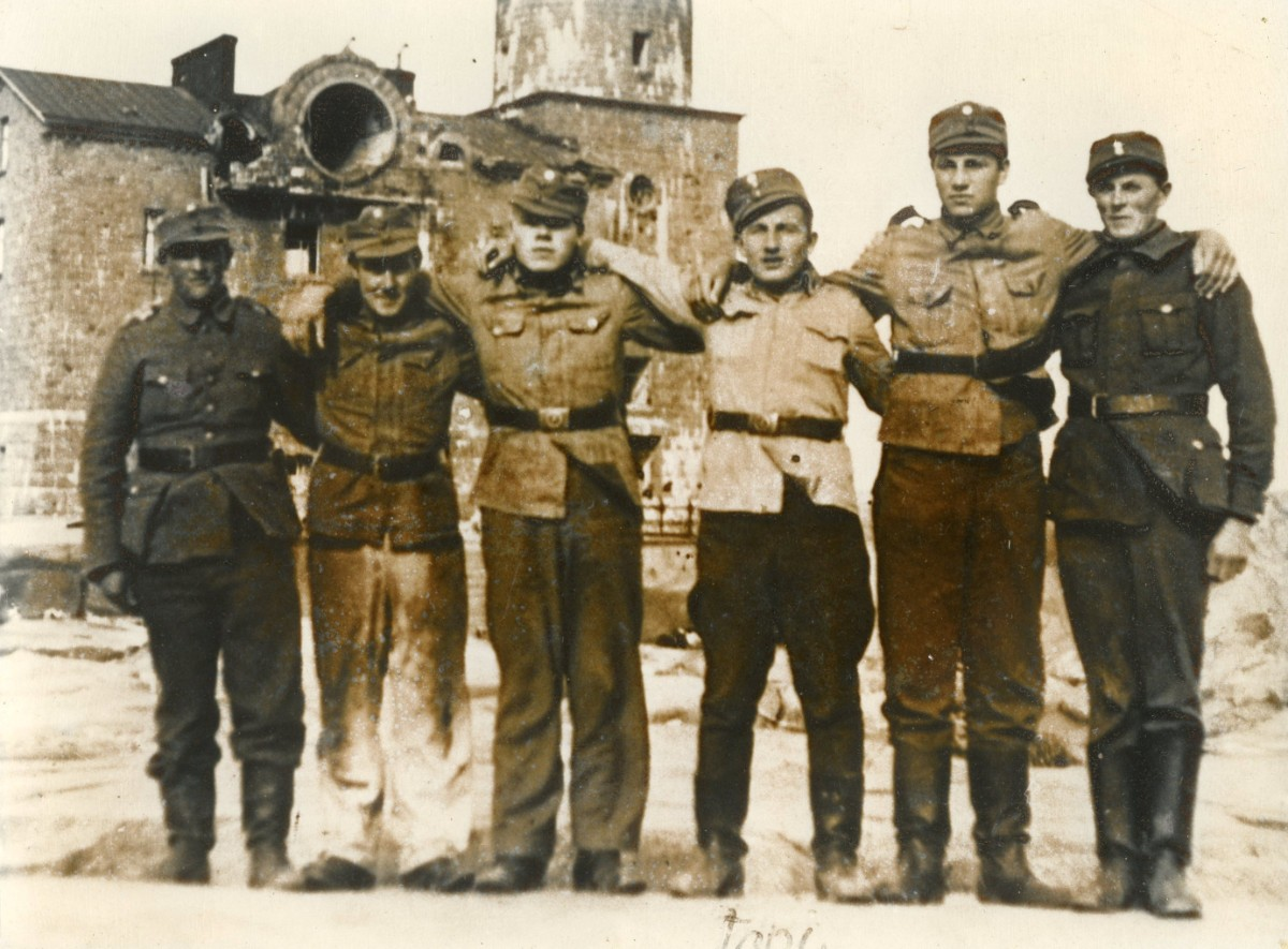 Foto av soldater.