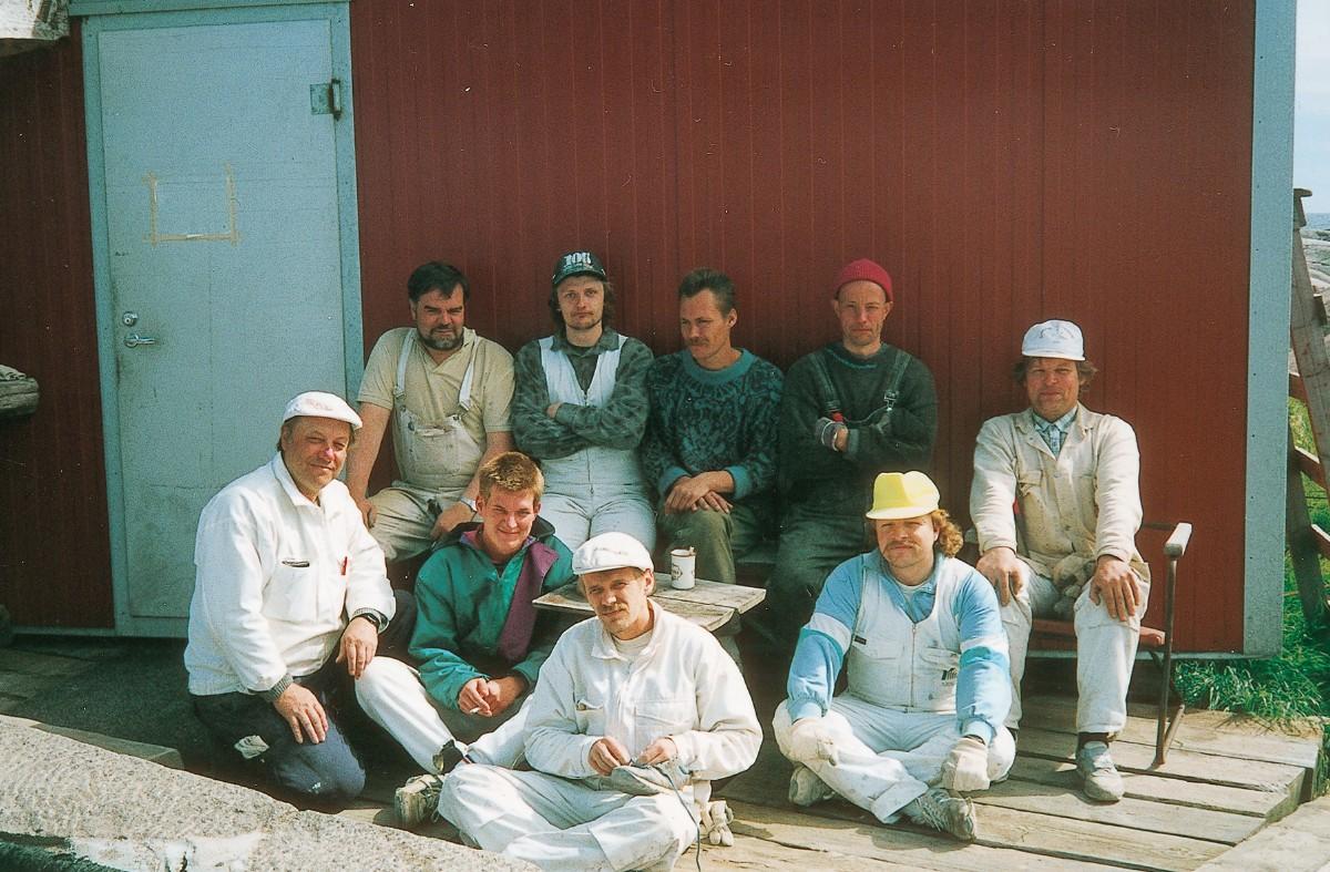 Ryhmäkuva korjausrakentajista.